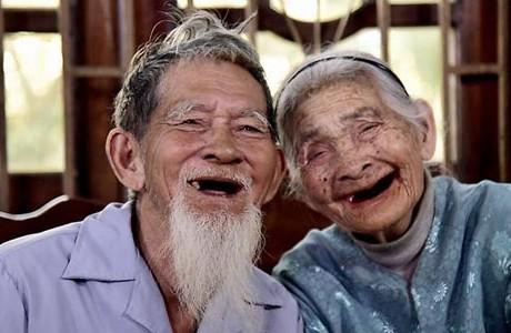 Vợ chồng yêu thương nhau, xin cứ giả khờ mà bao dung hết thảy