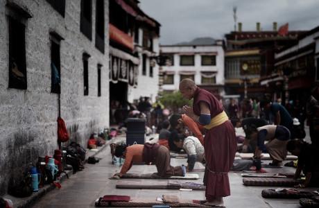 Thế nào mới là một lòng tín Phật? – Cuộc trò chuyện đáng suy ngẫm với Phật tử Tây Tạng